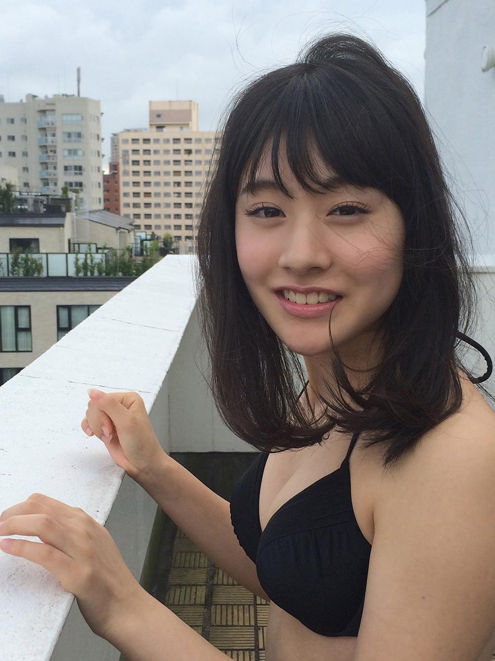 加藤美南さんのグラビア