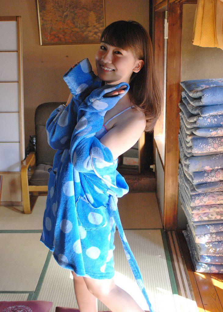お茶目姿の小嶋真子さん